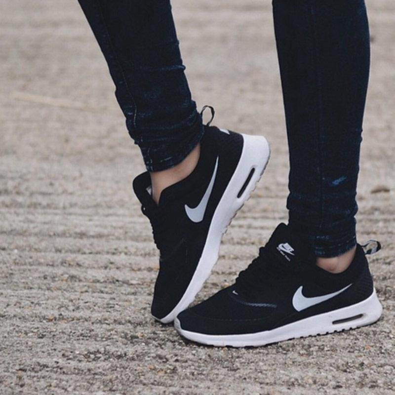 Pantofi sport şi tenişi